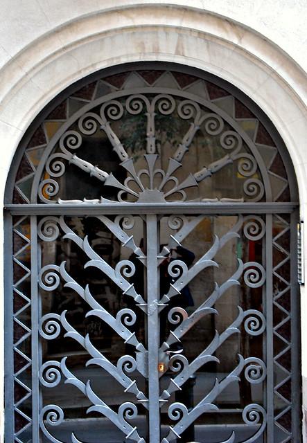 Puerta de hierro forjado flickr photo sharing for Puertas de hierro forjado