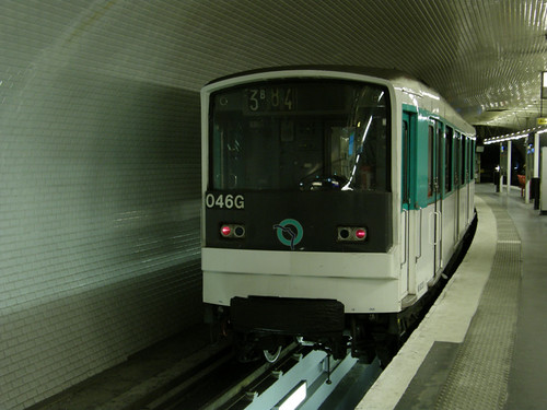 MF 67 de la ligne 3 bis garé à Gambetta (1er mai 2010)
