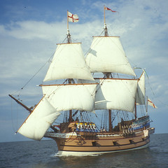 sail, sailboat, sailing ship, schooner, vehicle, east indiaman, ship, mast, frigate, sloop-of-war, tall ship, watercraft, boat, galleon,