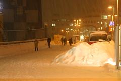 Policía sepultada por la nieve
