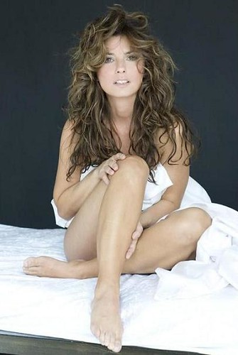 4289860146 a0bfb31920 Shania Twain   nude in bed! Hot new photoshoot from the always sexy Shania ...