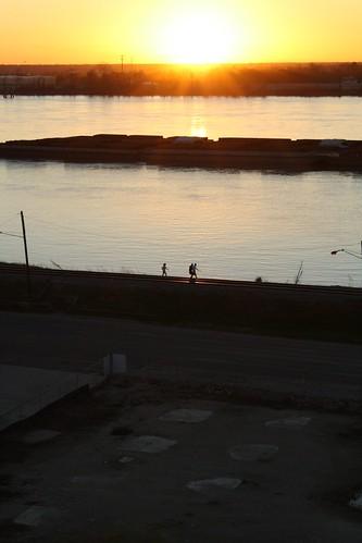 sunset public river mississippi rouge louisiana sundown dusk batonrouge mississippiriver barge baton 2010 tjean314 johnhanley allphotoscopy20052015johnhanleyallrightsreservedcontactforpermissiontouse allphotoscopy20052016johnhanleyallrightsreservedcontactforpermissiontouse