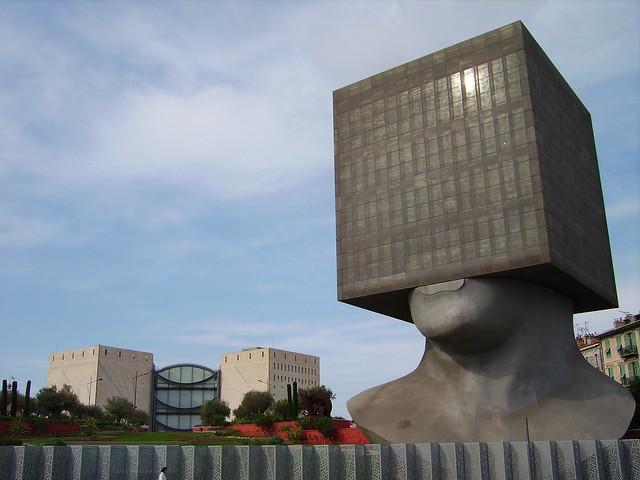 Une tête au carré à Nice