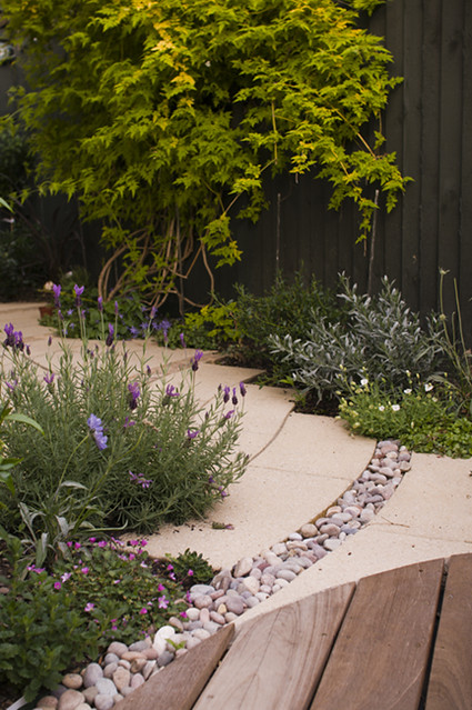 The small chic garden by earth designs london garden design and - Garden ideas london ...