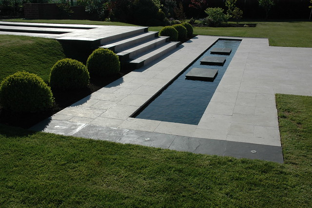 Minimalist garden flickr photo sharing - Estanques de jardin modernos ...