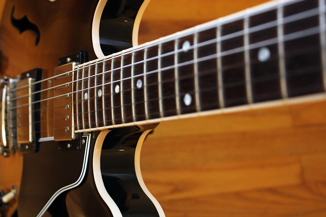 Photo:Gibson 335 neck By John W. Tuggle