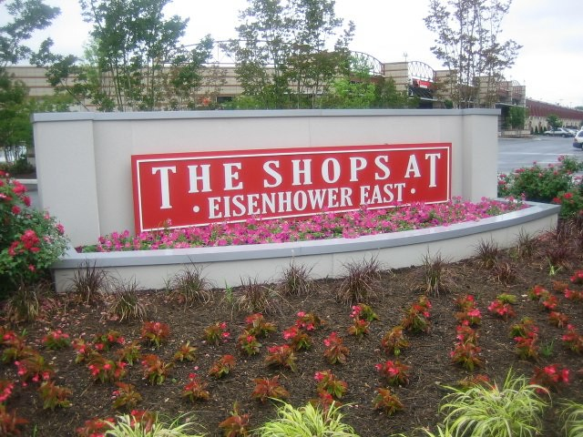 Shops at Eisenhower Ave Sign
