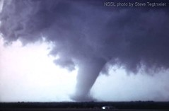 http://commons.wikimedia.org/wiki/File:Union_City_Oklahoma_Tornado_%28mature%29.jpg