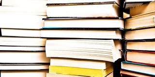 Books by RLHyde, on Flickr (http://www.flickr.com/photos/breatheindigital/4692258762/)