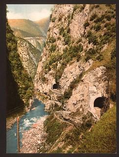 [Toscolana (i.e. Toscolano) Valley, roads and tunnels, Lake Garda, Italy] (LOC)