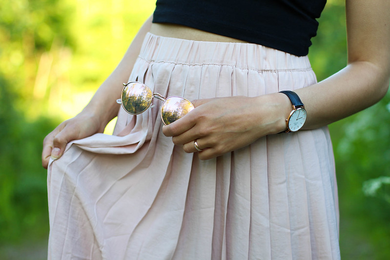 pleated skirt outfit 2
