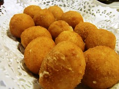 frying, deep frying, croquette, fried food, buã±uelo, arancini, kibbeh, rissole, korokke, food, dish, cuisine, fast food,
