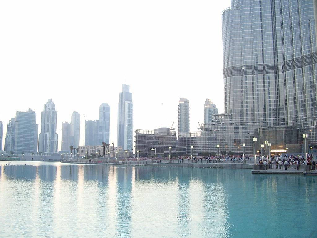 Den konstgjorda sjön nedanför Burj Dubai
