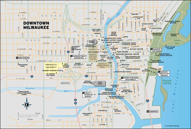 Downtown Milwaukee travel map from Moon Milwaukee