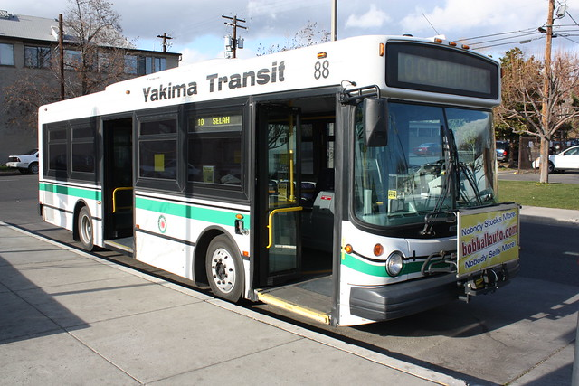 2002 Thomas SLF 230 | On Route 10, Selah Commuter at the Yak ...
