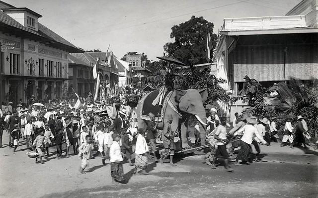 Indiërs herdenken de onafhankelijkheid van Nederland /  Indonesians celebrating the independance of Holland