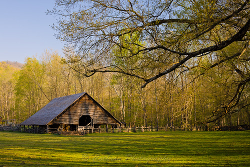 usa house building barn canon season landscape nc spring shed northcarolina historic 5d cherokee carolinas greatsmokymountainnationalpark mountainfarmmuseum swaincounty johncothron cothronphotography 2jtrip2010