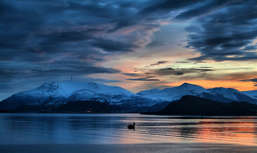 sea snow mountains clouds sunrise dawn fjord fishingboat ålesund aalesund larigan valderøyfjord phamilton gamlemstveiten gettyimagesnorwayq2 ginordic1