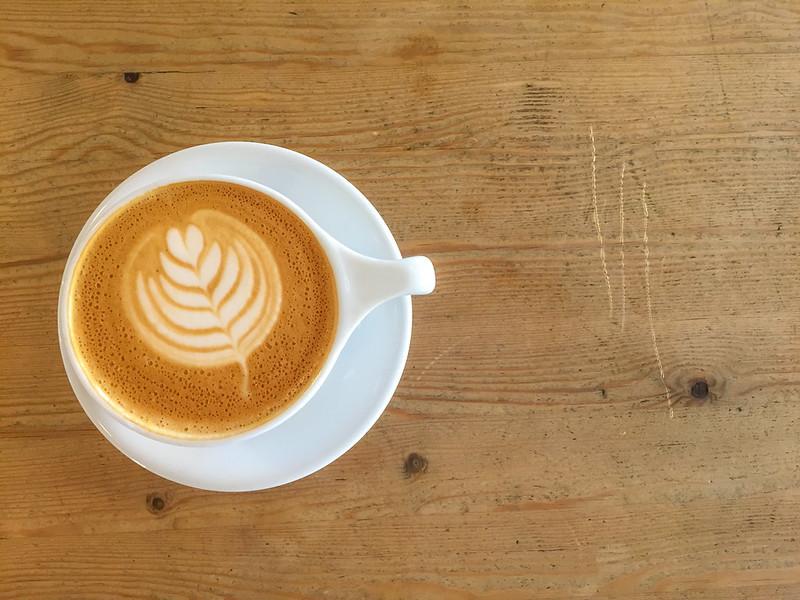 latte macchiato von nespresso im doppelglas bilder und. Black Bedroom Furniture Sets. Home Design Ideas