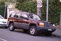 jeep commander (xk)(0.0), automobile(1.0), automotive exterior(1.0), sport utility vehicle(1.0), vehicle(1.0), compact sport utility vehicle(1.0), jeep grand cherokee(1.0), jeep(1.0), bumper(1.0), land vehicle(1.0), luxury vehicle(1.0),