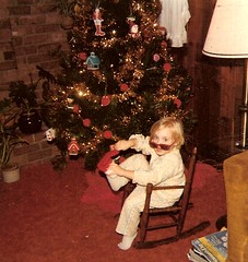 CHRISTMAS 1976: A SUNNY DAY AROUND THE TREE...