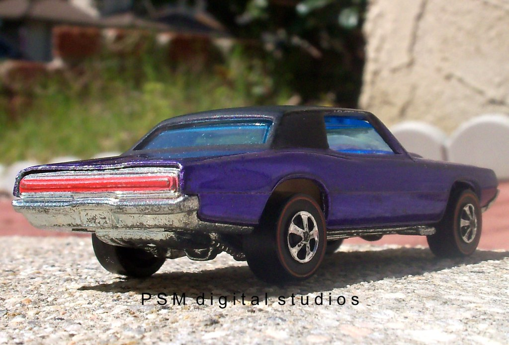Mattel Hot Wheels 1967 Ford Thunderbird Purple
