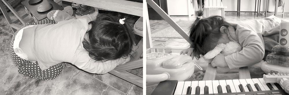 Dormida bajo la mesa