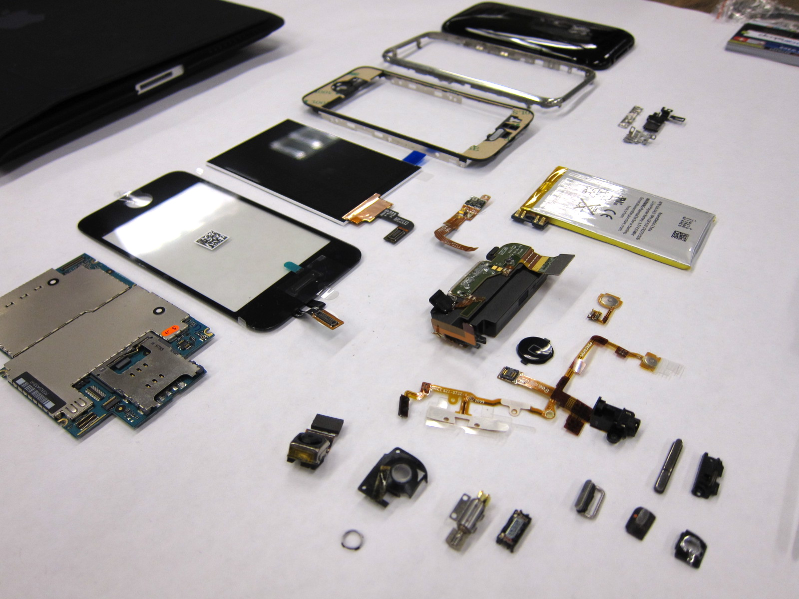iPhone disassembled | Flickr - Photo Sharing!