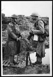Officer chatting with a French 'Poilu'