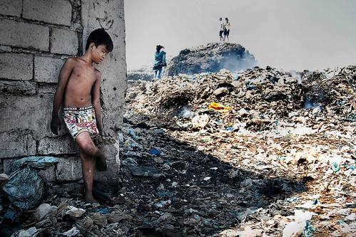 poverty street trash kid garbage child philippines dump litter health pollution northside indios society mateo pinoy landfill sanitation malabon humaninterest cruel dumpsite catmon thehousekeeper flickristasindios georgemateo