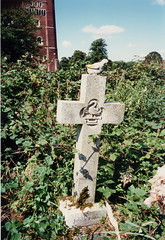 monument(0.0), cemetery(1.0), symbol(1.0), memorial(1.0), cross(1.0), grave(1.0),