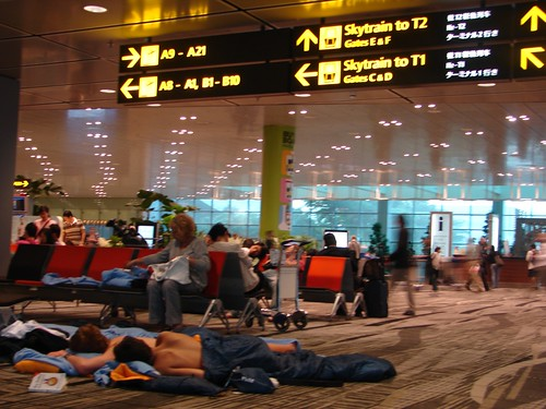 Singapore Changi - sleeping on the floor