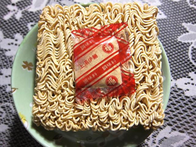 04 Fuku Instant Noodles package contents