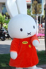 inflatable(0.0), textile(1.0), plush(1.0), stuffed toy(1.0), mascot(1.0), toy(1.0),
