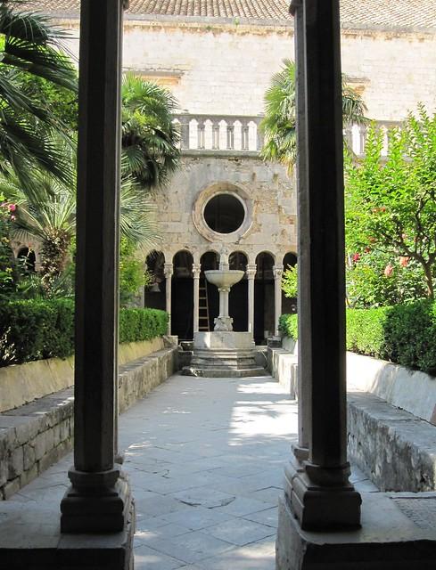 Luostarin puutarhaa