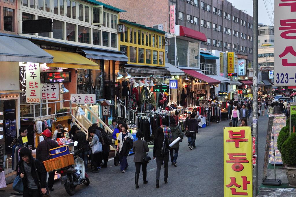 Hongdae street on a normal Thursday evening