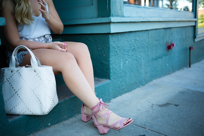 Teal Building Neutral Summer Outfit Deux Lux Barrow Tote Sam Edelman Sheri Ankle Wrap Block Heel Sandals
