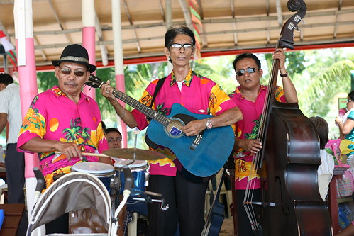 musical trio at Paradise Island Park and Beach Resort in Samal Island taken by acelynnierva.com