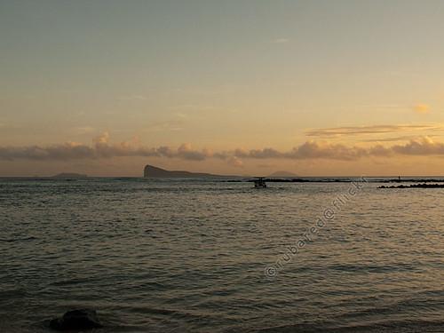 sea sunrise island dawn mus mauritius pamplemousses coindemire pointeauxcanonniers