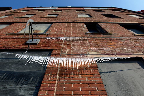 street old windows columbus ohio red building brick up vertical wall high downtown district north arena wires yankee icicles boarded trader