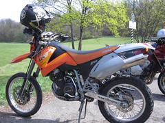 automotive exterior(0.0), sports(0.0), endurocross(0.0), extreme sport(0.0), automobile(1.0), racing(1.0), enduro(1.0), wheel(1.0), vehicle(1.0), motorcycle(1.0), motorsport(1.0), motorcycle racing(1.0), xr-400(1.0), motorcycling(1.0), supermoto(1.0),