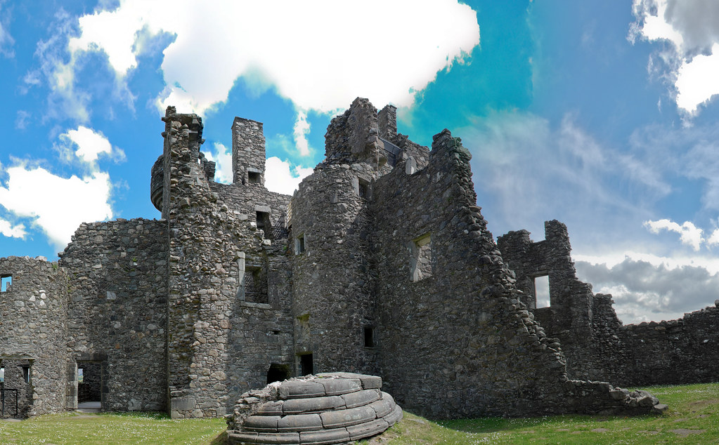 Kilchurn Castle Courtyard