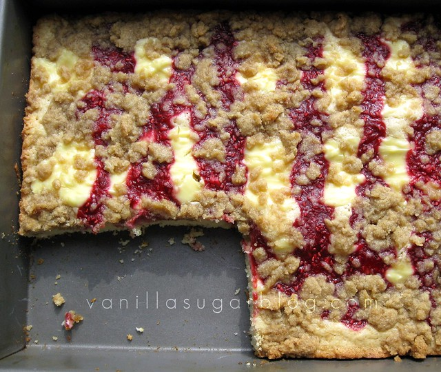 raspberry-cream cheese crumbcake