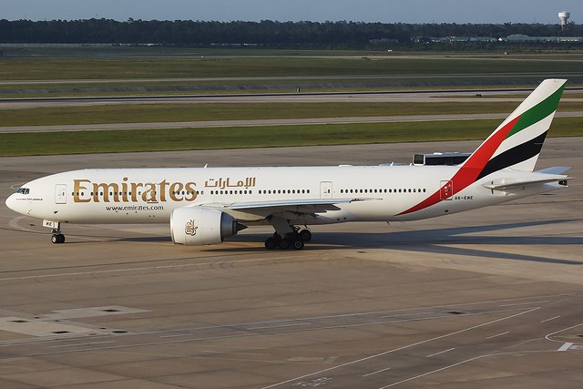 Emirates 777-200LR | Flickr - Photo Sharing!: www.flickr.com/photos/pilotkev/4643933848