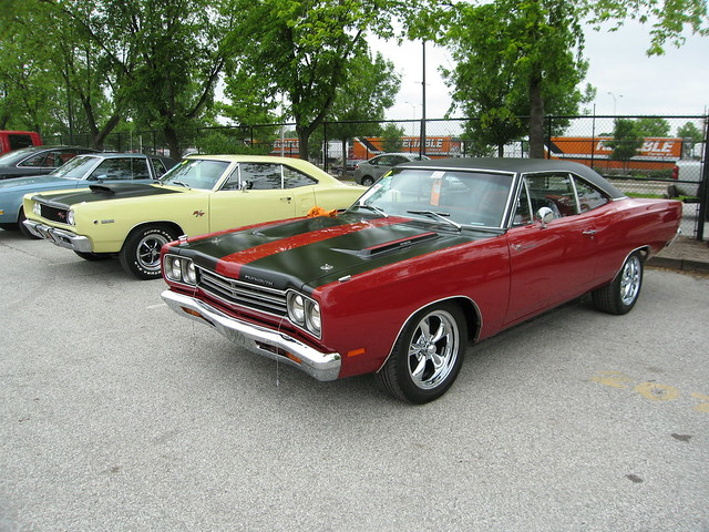 68 dodge coronet rt and 69 plymouth road runner flickr. Black Bedroom Furniture Sets. Home Design Ideas
