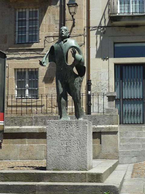 Ourense estatua Otero Pedrayo