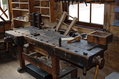 machine tool(0.0), furniture(1.0), wood(1.0), tool(1.0), table(1.0), workbench(1.0),