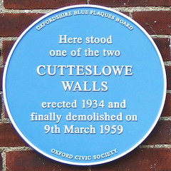 Photo of Cutteslowe Walls blue plaque