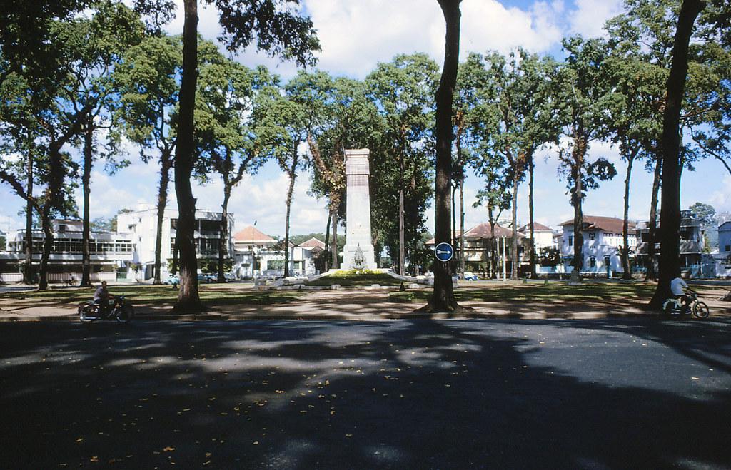 Saigon 1964 - Công trường Chiến sĩ (sau này là bùng binh Hồ con rùa)
