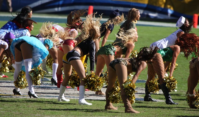 Chargers girls doing their dance routine